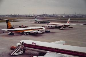 賑やかだった頃の伊丹空港