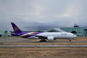 タイ国際航空B777-200 小松に飛来