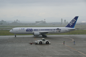 ANA B767-381 Star Wars