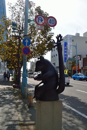 かわいいクマの銅像